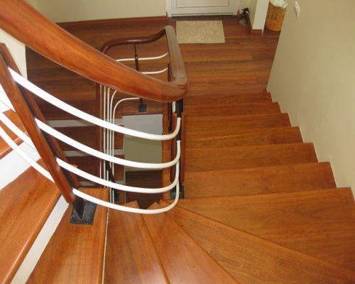 Sàn mặt bậc cầu thang gỗ tự nhiên