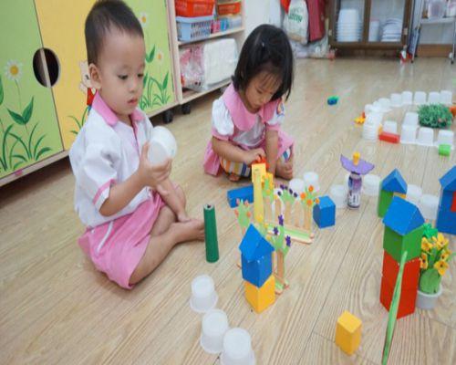 Sàn gỗ công nghiệp giúp trẻ vui chơi nô đùa