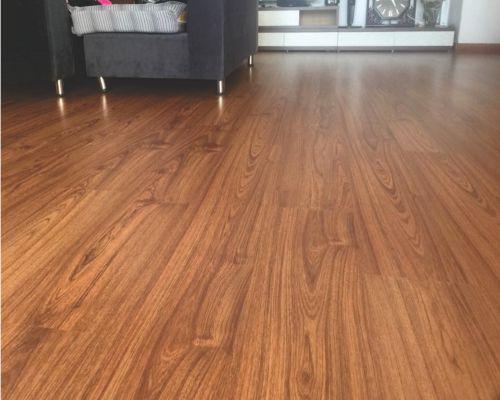 sàn gỗ có bề mặt sần
