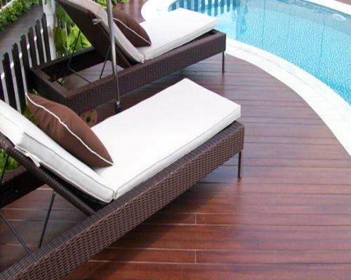 Sàn gỗ ngoài trời cho không gian bể bơi