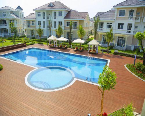 sàn gỗ ngoài trời bể bơi