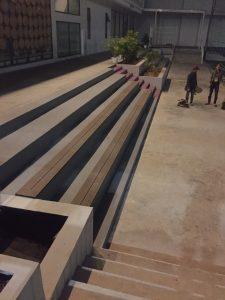 Ốp mặt bậc cầu thang bằng tấm gỗ nhựa ngoài trời