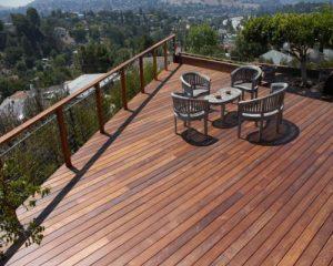 Sàn gỗ ngoài trời sự lựa chọn hoàn hỏa cho không gian sân vườn bể bơi