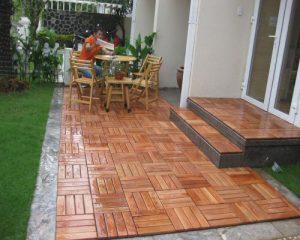 Một số kinh nghiệm thiết kế sân vườn đẹp tinh tế với sàn gỗ ngoài trời mà không tốn kém