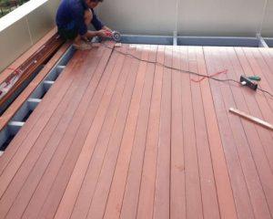 Bạn có nên sử dụng sàn gỗ ngoài trời tecwood cho bể bơi sân vườn?