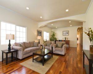 Hướng dẫn chọn sàn gỗ công nghiệp hiện đại cho không gian phòng khách sang trọng hơn