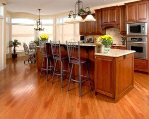 Có hay không nên sử dụng sàn gỗ công nghiệp cho không gian phòng bếp