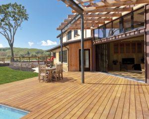 Có nên sử dụng sàn gỗ công nghiệp cao cấp cho không gian ngoài trời không